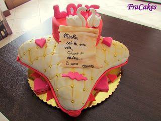Cake design: Torta San Valentino Torta per festeggiare il terzo San Valentino con il mio compagno Mirko. un cuscino che sorregge il mio cuore che dichiara il mio amore per lui.  Mud cake al cioccolato fondente con ganache al cioccolato fondente.