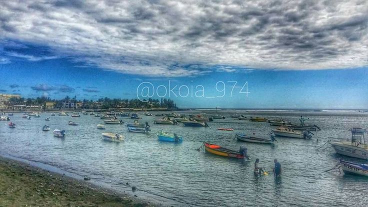 Ou suis-je ?  #iledelareunion #reunionisland #team974 #974 #gotoreunion #madein974 #sea #sun #bluesky #horizon #all_shots  #HTers #HashTags #all_shots #amazing #bestoftheday #colorful #follow #love #followme #igers_reunion #paradise #summer #igers #instacool #instadaily #instafollow #instago #instagood #PhotoGrid by okoia_974