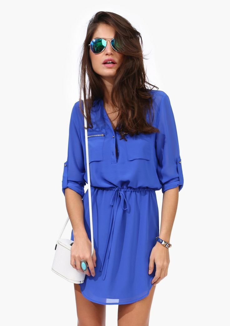 A great basic dress that you can wear to wrok and wear right into the evening. This dress has V neckline with gold zipper detailing througho...