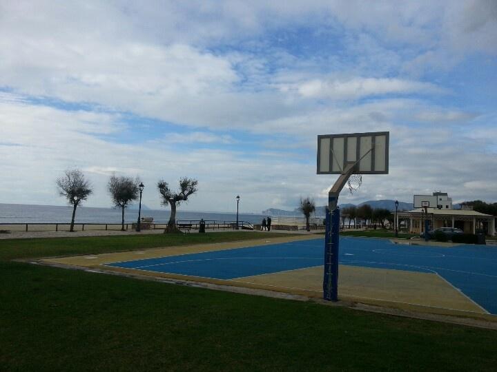 Il campetto di basket a Sperlonga