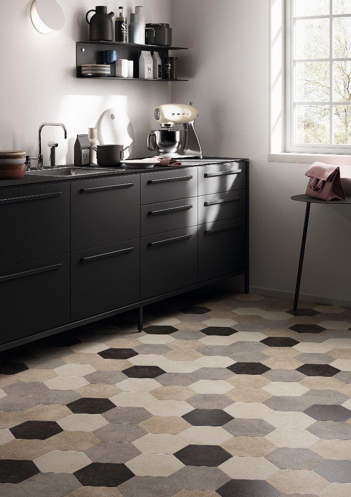 Luxe vinyl vloer in keuken met Hexagon dessin. Moduleo Moods