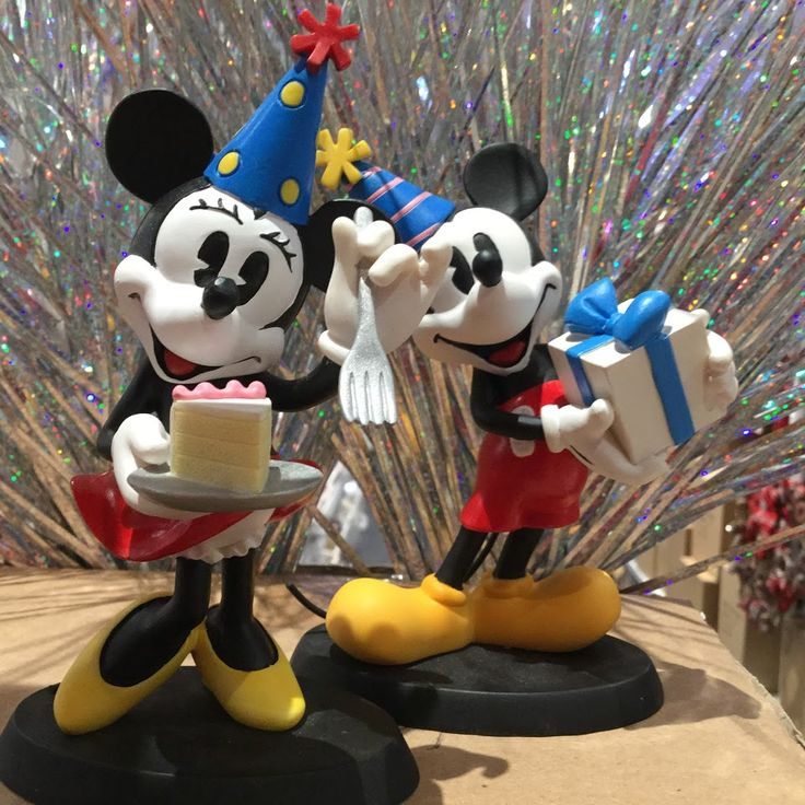We also have an adorable range of Disney figures @ Christmas 360. Who doesn't love Mickey and Minnie??