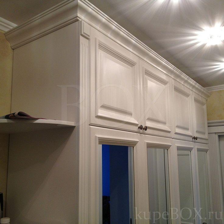 Классический шкаф в прихожую из МДФ с зеркальными дверьми