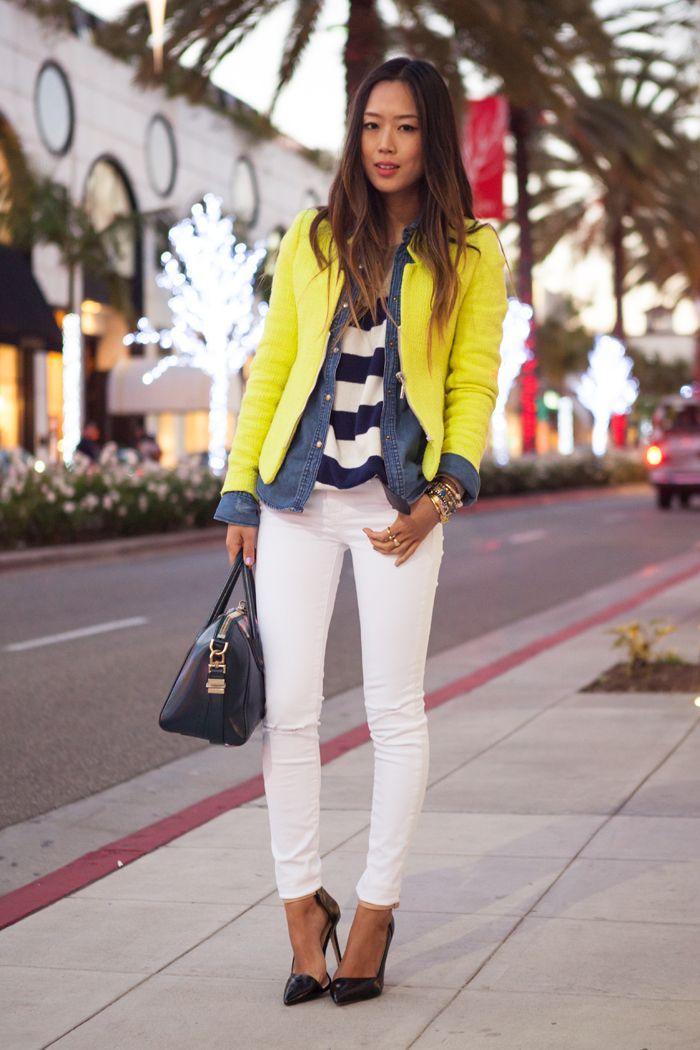 Sobreposição blazer amarelo, camisa jeans, camisa listrada