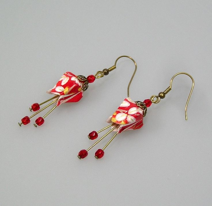 Boucles d'oreilles Fushia origami en papier japonais rouge et blanc : Boucles d'oreille par terredepassion