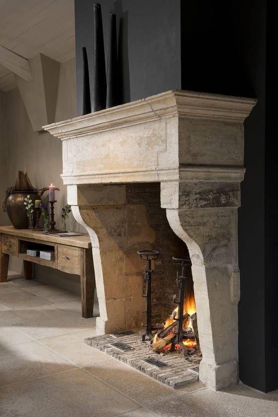 Prachtvoller Kamineinfassung aus handgefertigtem  Naturstein, Marmor Kamin