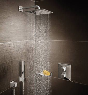 I love the square shape more than the round.. Regendouche | Shower Design Styles by GROHE: Cosmopolitan – Minimalist Shower Heads | Rainshower® Systems