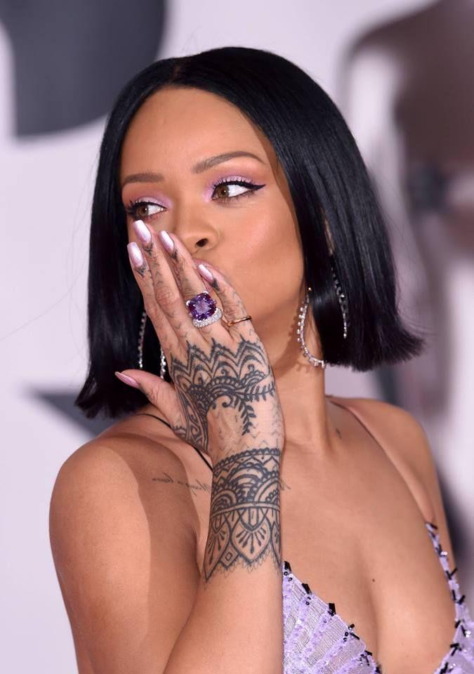 Las migas me persiguen: Rihanna ▬ Brit Awards 2016