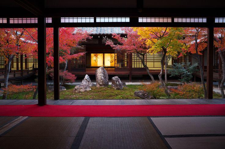 https://flic.kr/p/aUjqDH | Momiji '11 - autumn leaves #12 (Kennin-ji temple, Kyoto) | 1/15s f/5.6 ISO640