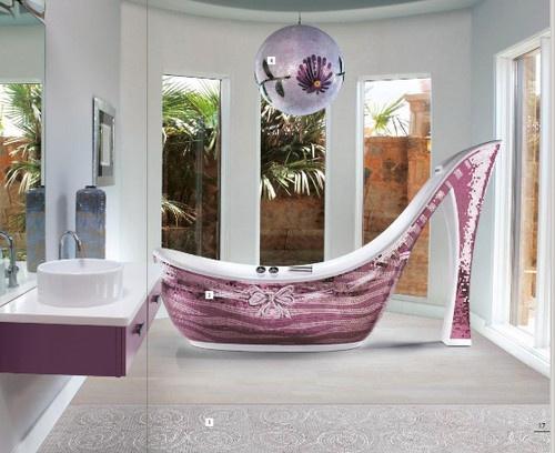A pink Stiletto bathtub... YES