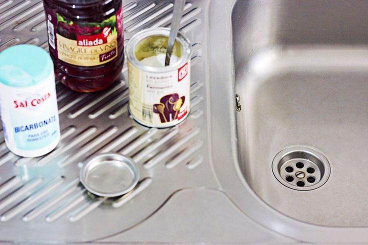 Cómo desatascar el fregadero con productos caseros