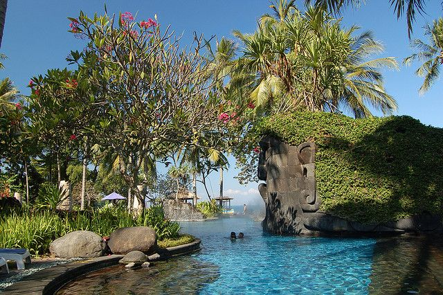 by msdstefan on Flickr.  The perfect pool at Sheraton Senggigi Hotel, Lombok, Indonesia.