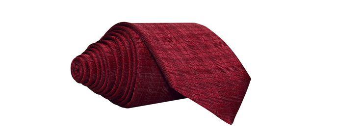 Gravata vermelha com falso liso xadrez, uma das grandes apostas do inverno 2017! Produzida em jacquard de poliéster 1200 fios, e bico de 7cm, uma gravata perfeita para complementar seu look.