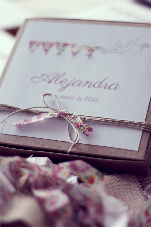 Bautizo: recuerdo Para hacer un sobre (carton) y pegar una oracion en el interior, doblarla hace afuera y envolverla con cita blanca (y rosada?)