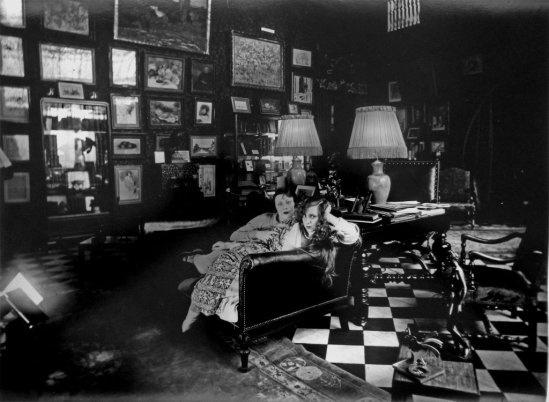 Jacques Henri-Lartigue -Yvonne Printemps et Bibi, chez Sacha Guitry, rue Alphonse de Neuville, Paris 1926