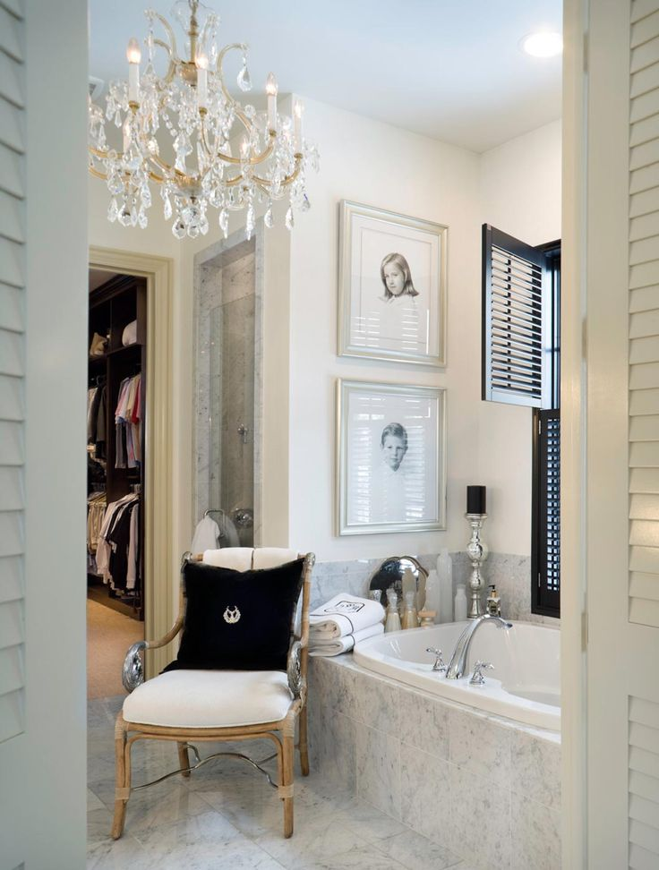Love the details in this bathroom! Especially the contrast of the black and white. Joy Tribout Interior Design
