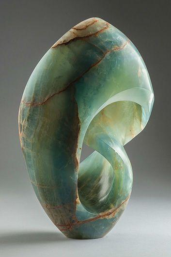 beeldhouwen : door steeds materiaal weg te halen een vorm in model brengen