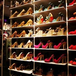 Zapatos, zapatos y más zapatos en Suite Blanco