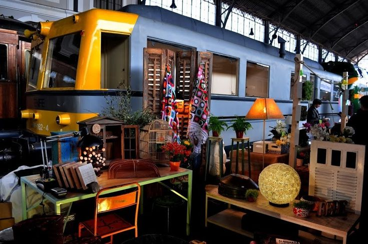 Madrid's best weekend markets are where you can find organic produce, vintage home decoration, new and second-hand clothes, and more treasures.