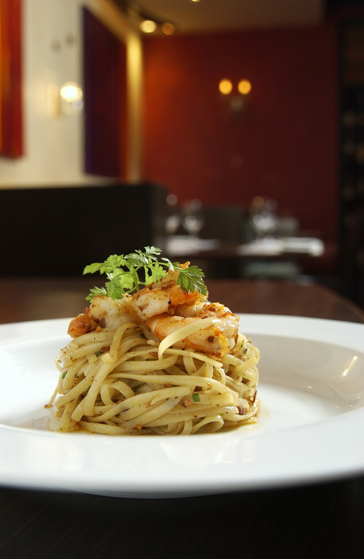 garlic prawn and parsley spaghetti