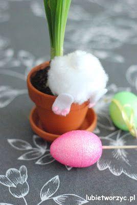 Zabawna, wiosenno - wielkanocna dekoracja z kategorii DIY - zrób to sam. Instruktaż już dostępny na naszej stronie :)   #zając #zajączek #zającwielkanocny #królik #diy #zróbtosam #handmade #tutorial #poradnik #Wielkanoc #dekoracjewielkanocne #wiosna #dekoracjewiosenne #ozdobywielkanocne #donica #zającwdoniczce #howto #jakzrobić #bunny #easterbunny #rabbit #easterrabbit #pompon #pompom #pom-pom #planter #spring #easter #easterdecorations #springdecorations #craft #crafts