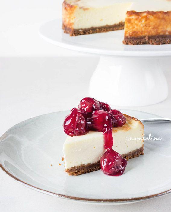 Maak deze gebakken cheesecake en je wil nooit meer een andere. Heerlijk met eenvoudige kersenvulling of bijvoorbeeld zelfgemaakte lemon curd.