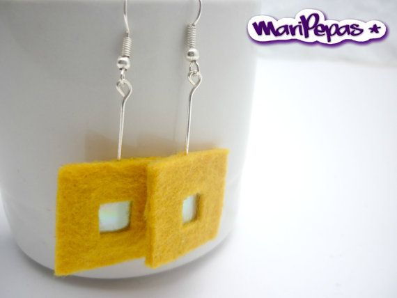 Felt and recycled cds earings Ecofriendly jewelry by MariPepas, $10.00