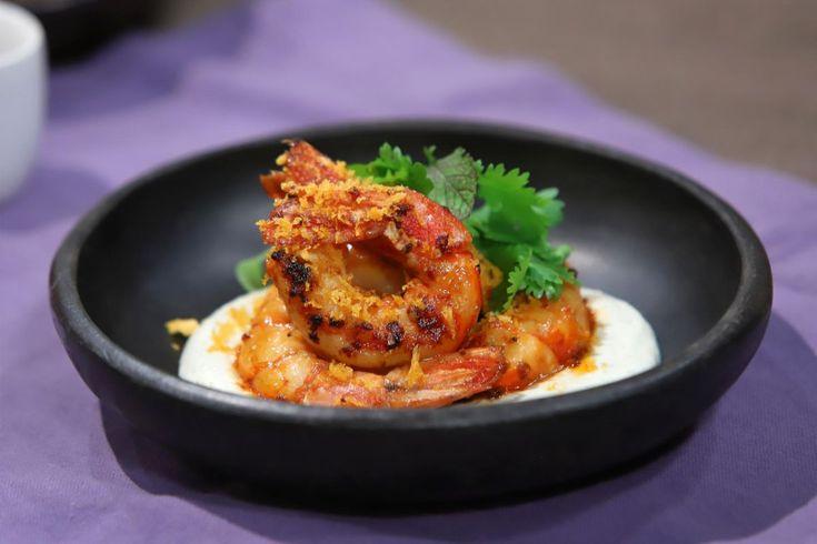 Una forma distinta y original de realizar langostinos ¡Pruébala! Cilantro, Tofu, Asian Recipes, Shrimp, Meat, Gastronomia, Gourmet, Shape, World