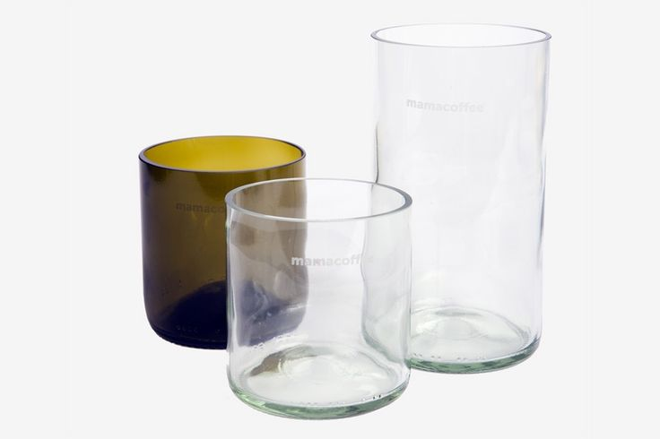 Řezané sklenice z lahví od vína