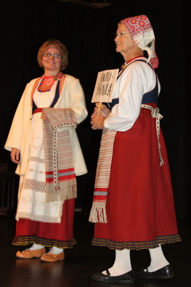Sakkola-Rautu kansallispuku. Sakkola-Rautu folk costume, Karelian. Finland.