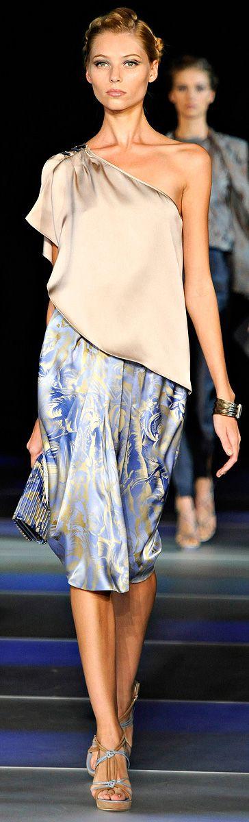 Giorgio Armani Ready To Wear Spring/Summer 2012 | Milano Moda Fashion Week http://www.vogue.com/collections/spring-2012-rtw/giorgio-armani/review/#/collection/runway/spring-2012-rtw/giorgio-armani/1/
