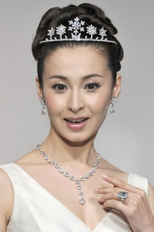 Snowflake Tiara by Harry Winston, worn by actress Rei Dan. (This is the perfect tiara for Lady Alisa)
