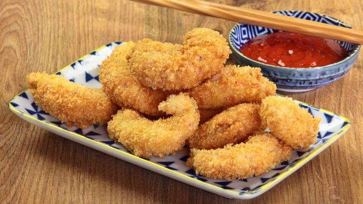 Ricetta Gamberi fritti al panko: Conoscete il panko? Se non lo conoscete vi consigliamo di provarlo con questa ricetta. Si tratta di pangrattato giapponese, molto più grossolano rispetto al nostro pangrattato il che rende le fritture molto più croccanti e consistenti.