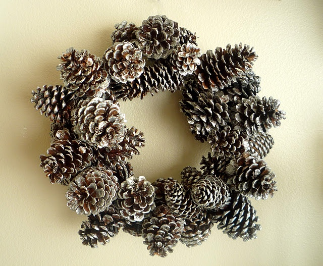 Glittered Pinecone WreathDiy Ideas, Decor Crafts, Crafts Ideas, Christmas Crafts, Cones Wreaths, Pine Cones Crafts, Glitter Pinecone, Pinecone Wreaths, Crafty Sisters