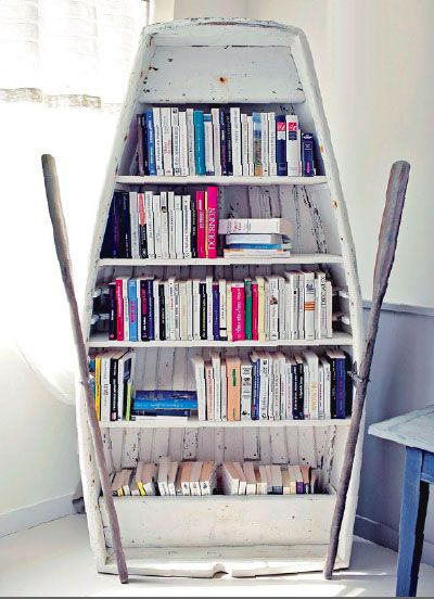 Upcycle Us: Upcycling old boat into bookshelf