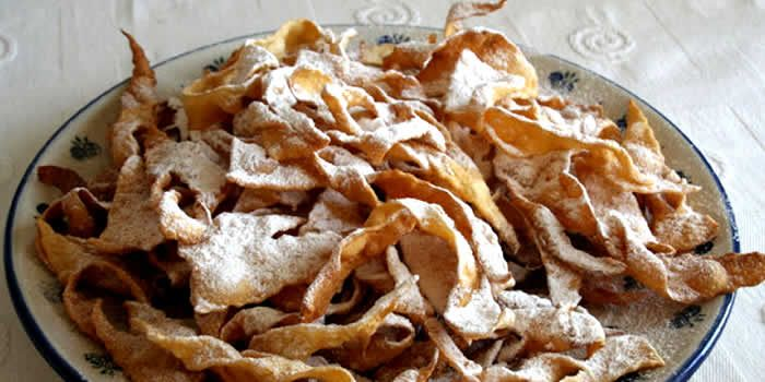 Duas receitas de Cueca virada , o Faworki , Grôstoli ou Chiacchiere,uma receita polonesa e outra italiana para você fazer essa delícia ai na sua casa.