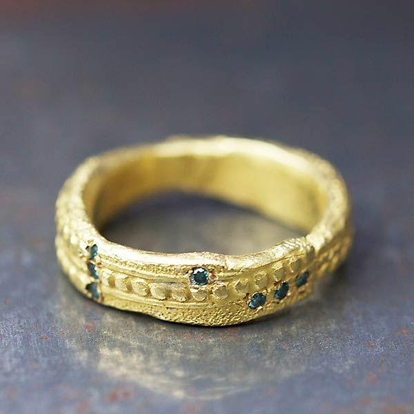 Anneau or diamants bleus