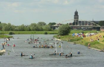Watch some kanopolo going on. The Deventer Team are champions!