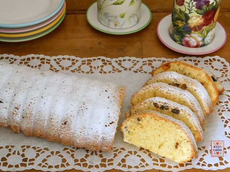 Torta della salute o Gesundheitskuchen, vista, con piccole differenze negli ingredienti, in tanti blog tedeschi. La torta assomiglia al nostro ciambellone .