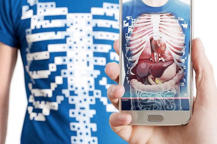Virtueel T-shirt geeft je röntgenogen Medische technologie:Een gloednieuw, virtueel T-shirt neemt je mee op ontdekkingstocht door je organen en laat zien hoe de menselijke machine in elkaar zit.