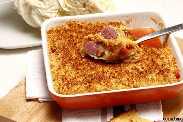 Receita de Salsichas em lombardo com broa torrada. Descubra como cozinhar Salsichas em lombardo com broa torrada de maneira prática e deliciosa com a Teleculinária!