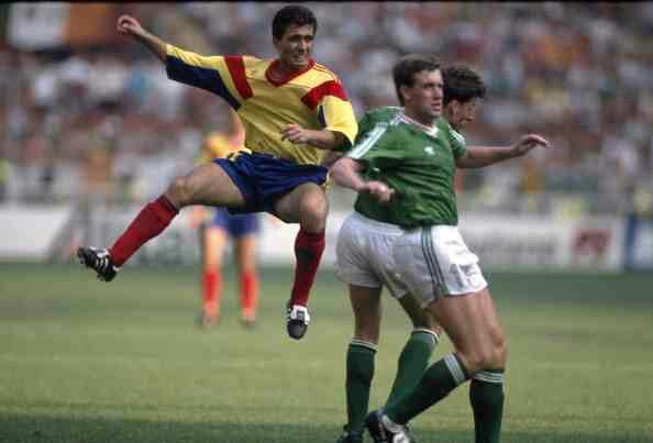 Rep of Ireland 0 Romania 0 (5-4 pens) in 1990 in Genoa. Gheorghe Hagi has another shot at goal as extra time lookes likely in Round 2 #WorldCupFinals