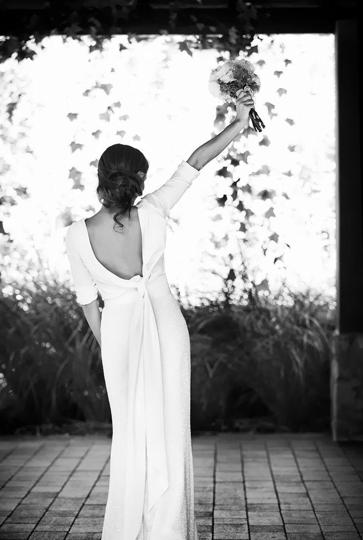 Hay posts que surgen de una imagen. Un flechazo. Un vestido. El vestido. Fue ver esta foto y no parar hasta conseguir la boda y,...