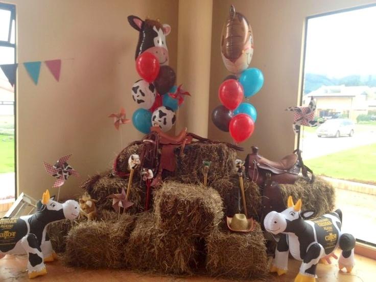 Fiesta vaquera de mis hijos rinc n para las fotos cowboy - Decoraciones para bebes ...