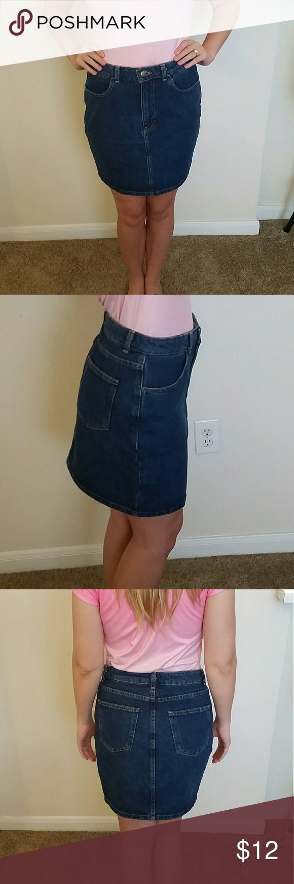 American Apparel Jean Skirt Like new denim skirt. Light weight and soft! Goes great with cowboy boots or wedges- very versatile! Add this to your summer wardrobe today! Fits like a medium. American Apparel Skirts Pencil
