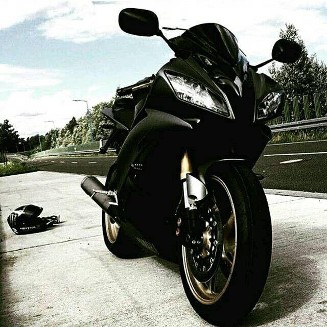 Quanto è bello mostrare pneumatici nuovi su una bellissima moto?! Vieni ad acquistare i migliori su   www.tyres-shop.it  #vehicles #driver #highway #road #wheels #drive #wheel #tire #muffler #freeway #tires #speed #horsepower #moto #pneumatici : @biker.bad.r  #motorway #motorsport #motorcyclelife #motociclista #motorhead #motorbike #motorsports #motors #motor #motorsportphotography #motorcyclesofinstagram #motorcycles #motorcycle #motobike #motolife #motovation #motolove #motorbikes…
