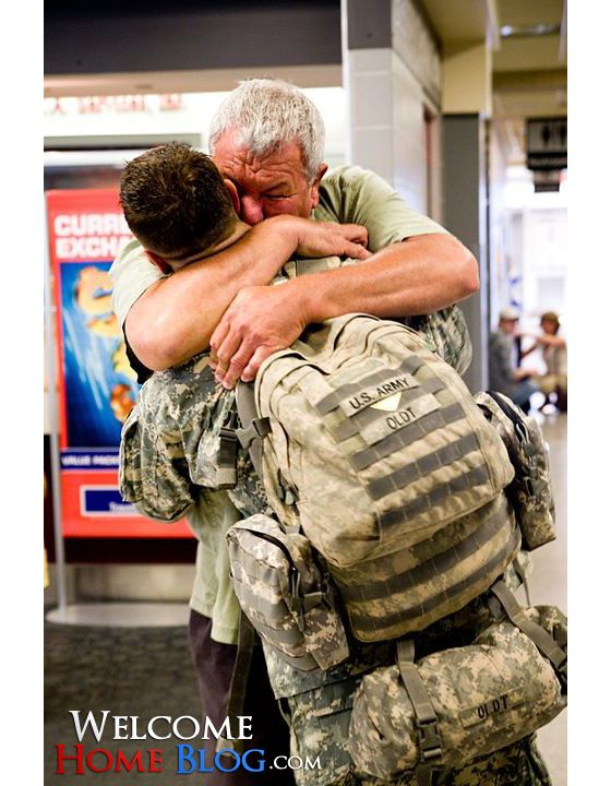 [PHOTO] U.S. Army Soldier Welcomed Home by His Father  |  Sp4 Dean Oldt, marksman with the 101st Airborne, comes home from war to spend some well deserved R with his family.