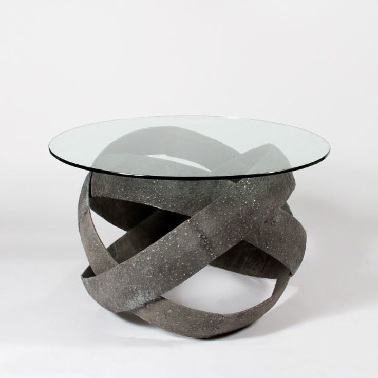 Cravt TIGO CENTRE TABLE A Series Of Three Antique Metal Rings Create The  Eyecatching Base Of