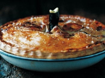 Deep Dish Chicken Pie by Gordon Ramsey.. And that's the exact same pie bird that I have!!