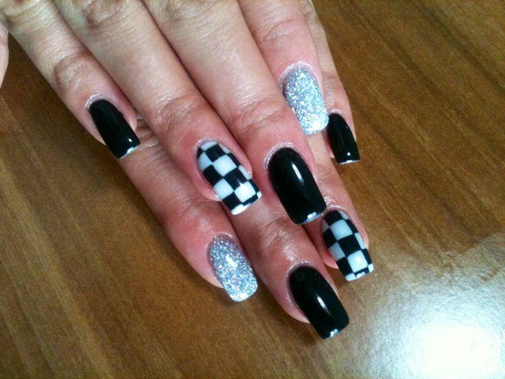 Nail art scacchi bianco e nero